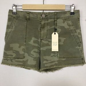 Sanctuary NWT Women's Camo Fray Hem Shorts 26